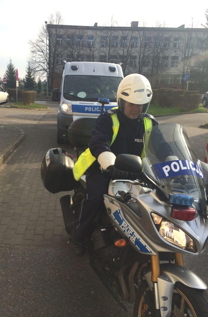 http://m.82-200.pl/2017/04/orig/malbork-rozpoczal-sie-sezon-motocyklowy-968.jpg