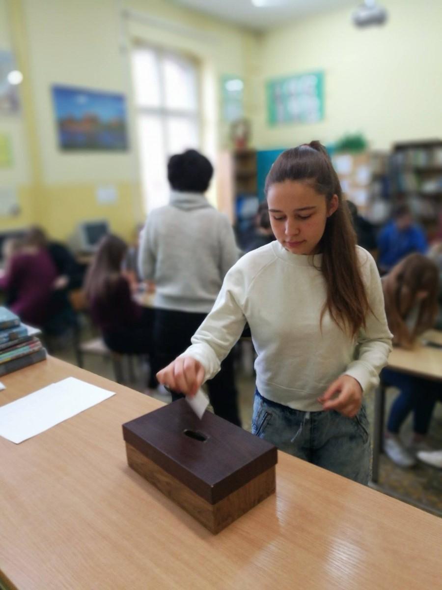 http://m.82-200.pl/2017/06/orig/szkolne-wybory-przebojow-ksiazkowych-1413.jpg