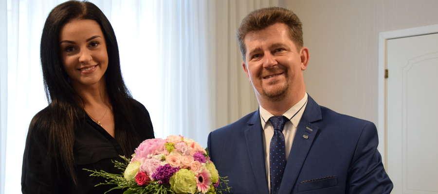 Paulina Czartowska - Miss Ziemi Elbląskiej i Queen of Poland przyjęła gratulacje od burmistrza