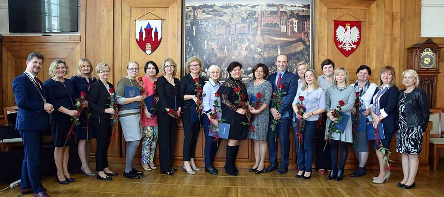 Nagrody burmistrza dla nauczycieli z okazji Dnia Edukacji Narodowej