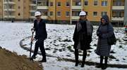 Symboliczne wbicie łopaty na placu budowy 15 budynku MTBS