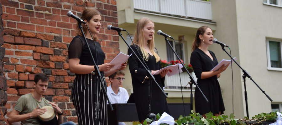Młodzież patriotycznie z okazji obchodów rocznicy  Plebiscytu i Rzezi Wołyńskiej