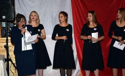 """Balbiny zaśpiewały na """"Obiedzie Patriotycznym"""" w Jeziornej Osadzie"""