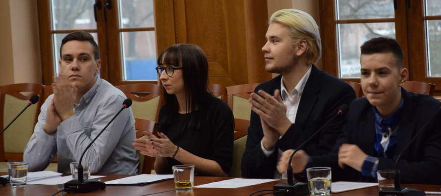 Sprawozdania i nagrody dla laureatów podczas II sesji Młodzieżowej Rady Miasta