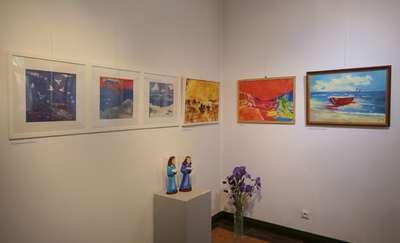 """""""Trzy kolory"""" jubileuszowa 100. wystawa w Nova Galeria"""