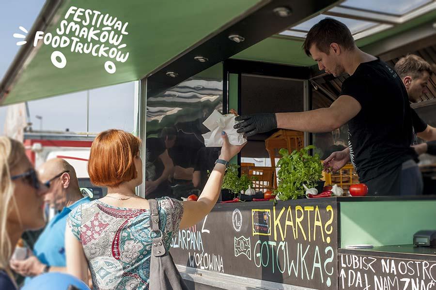 http://m.82-200.pl/2019/07/orig/festiwal-smakow-food-truckow-25-4748.jpg