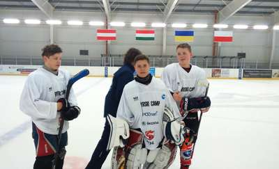 Debiut dwójki wychowanków UKS Bombek SP3 w I lidze PZHL