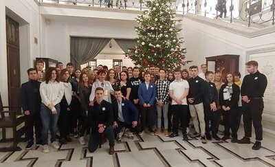 Uczniowie II LO i SP3 z wizytą w Sejmie