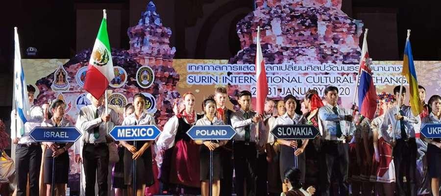 Zespół Pieśni i Tańca 22. BLT na festiwalu w Tajlandii