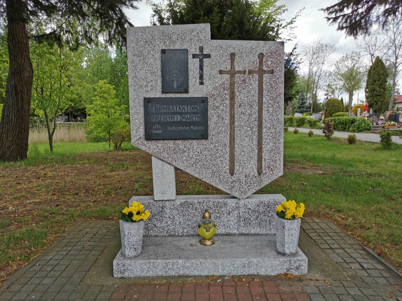 http://m.82-200.pl/2020/05/orig/3-pomnik-kombatantow-poleglych-i-zmarlych-cmentarz-komunalny-2-5892.jpg