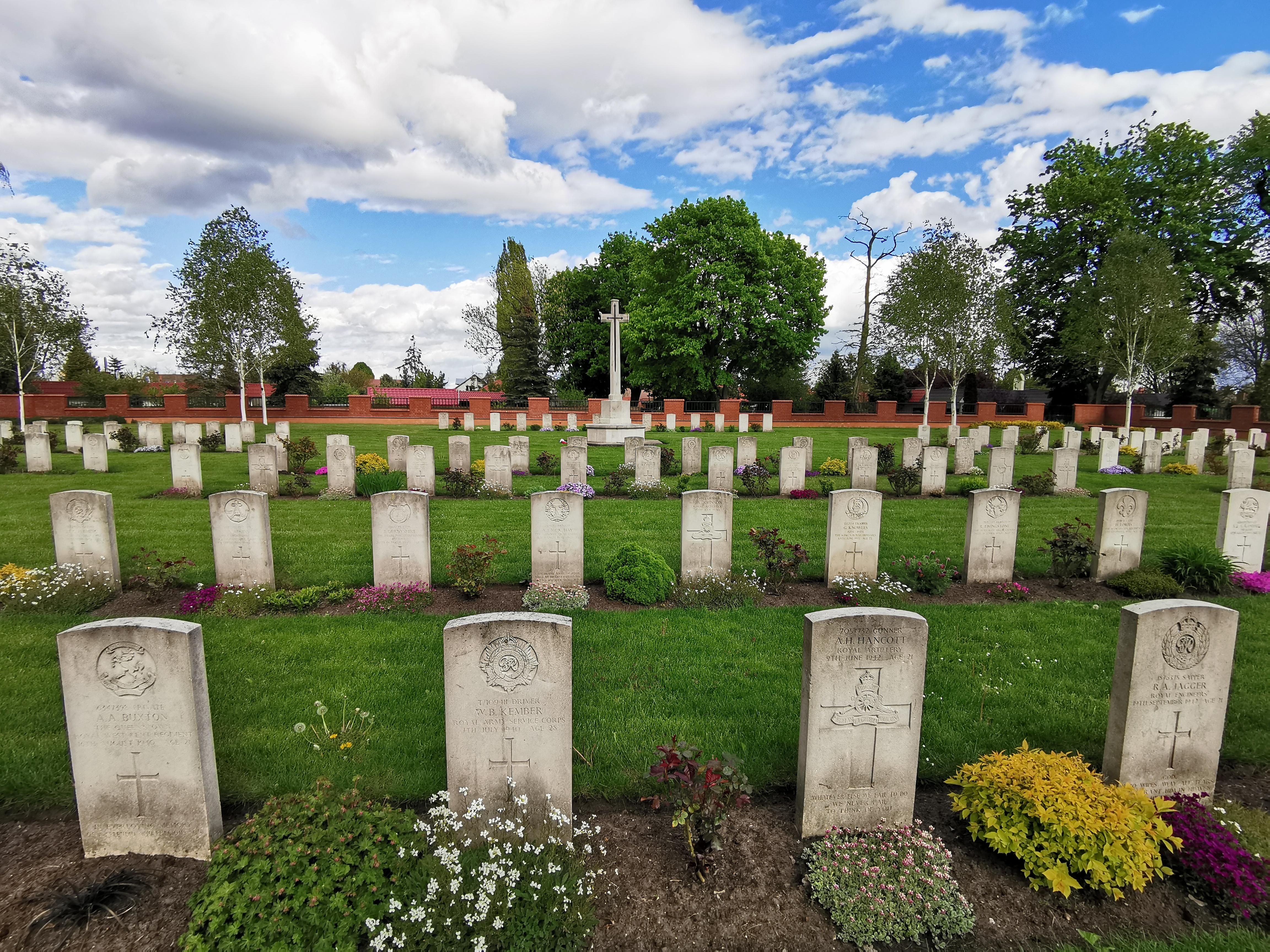 http://m.82-200.pl/2020/05/orig/8-cmentarz-wojenny-zolnierzy-wspolnoty-brytyjskiej-500-lecia-3-5897.jpg