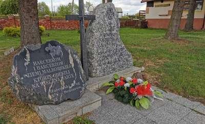 Kamień ku czci harcerek i harcerzy