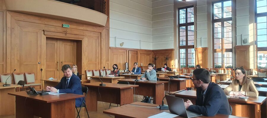 Burmistrz Malborka oraz urzędnicy podczas spotkania online Lokalnej Grupy Urbact