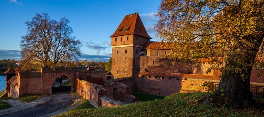 widok zamku jesienią