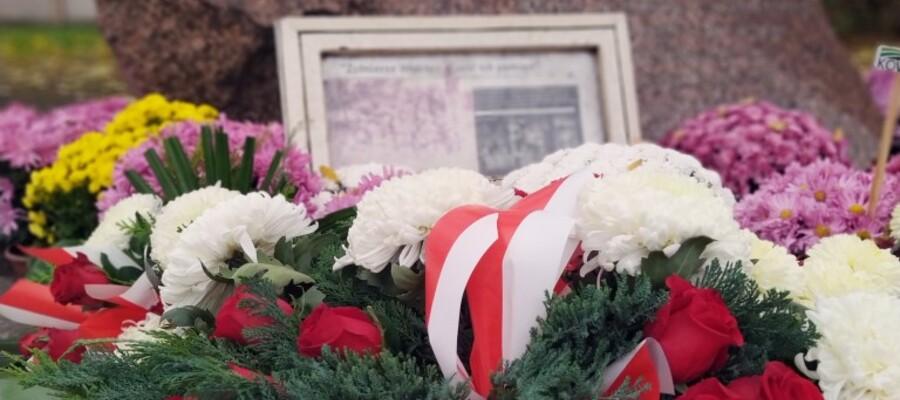 Symboliczne kwiaty w Rocznicę Odzyskania Przez Polskę Niepodległości