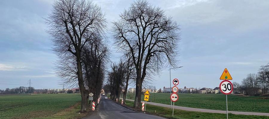 na zdjęciu widać remontowaną ulicę Dąbrówki