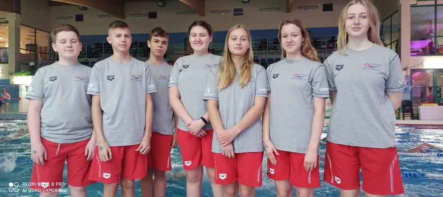 na zdjęci widać pływaków MAL WOPR biorących udział w zawodach