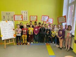 grupowe zdjęcie uczniów