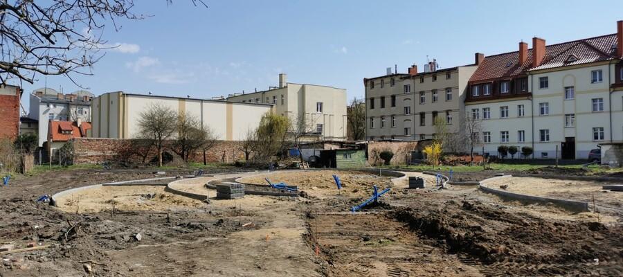 Zmienia się oblicze podwórek w kwartale ulic Sienkiewicza, Orzeszkowej, Reymonta i Sikorskiego.