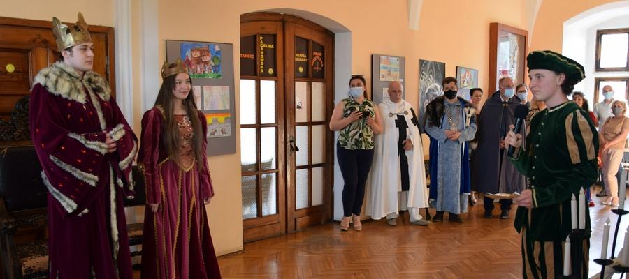 Para królewska oraz goście festiwalowi podczas uroczystości rozdania nagród