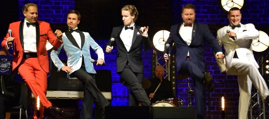 pięciu tenorów na scenie