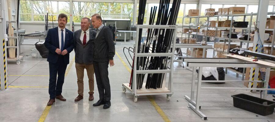 Burmistrzowie odwiedzili nowo powstałą firmę produkcyjną w Malborku